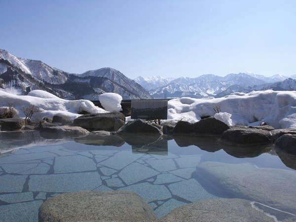 雄大な谷川連峰の山々を眺めながら湯ったりとお寛ぎください。