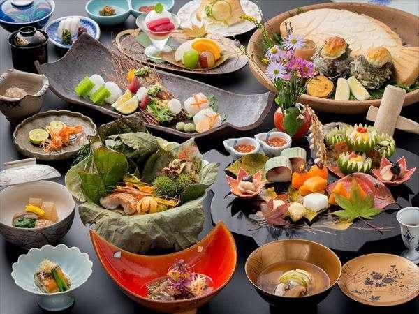 【旅亭 半水盧】広大な敷地に全14の離れ 九州屈指の料理宿で極上のおもてなし