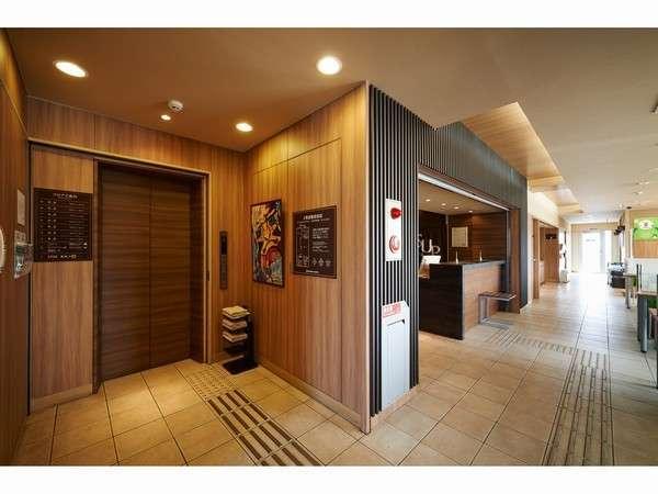 【エレベーターホール】1Fエントランス・2Fフロント・3F~9F客室