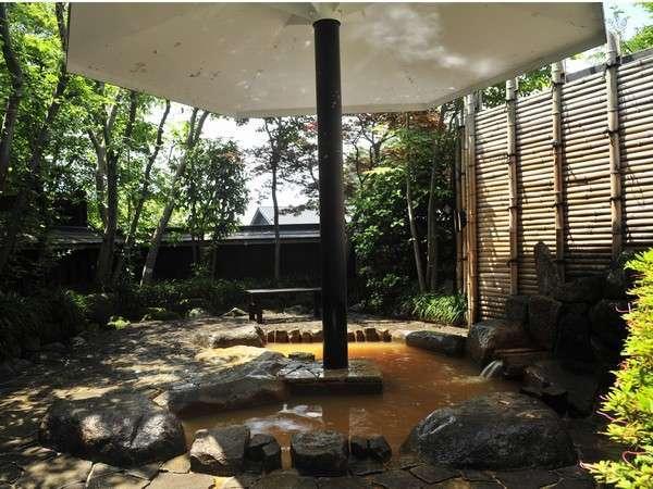 大浴場川の流れを引き入れた庭園露天風呂