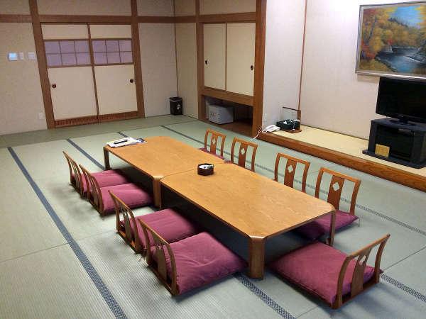 二世帯で一緒にお泊りしていただいても十分に満足していただける広々とした和室です。