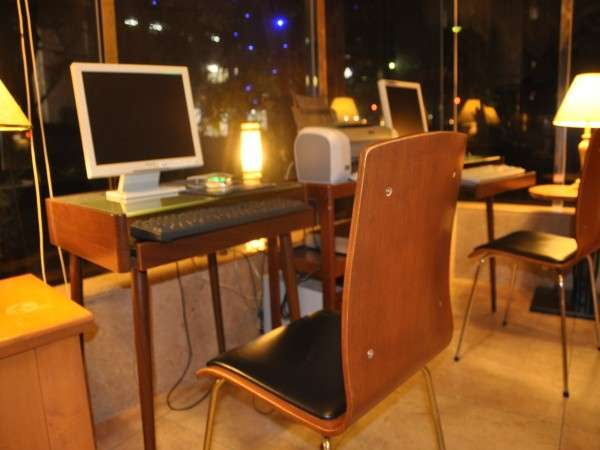 【ホテルロビー】パソコン無料でお使いいただけます。※プリンター有
