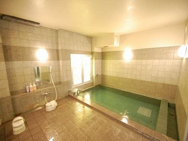 ★男女別の活性石人工温泉の大浴場★手足を伸ばして心と旅の疲れをゆったりと癒してください。