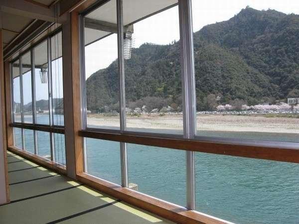 広間からの眺め(長良川・金華山・岐阜城)