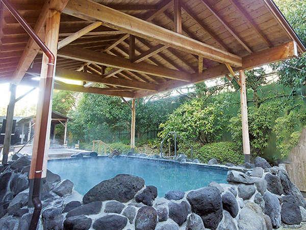 草津風呂:日本三大温泉のひとつ、草津の湯の成分を取り寄せ再現しています。