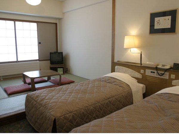 和室と洋室が一緒になった和洋室は小さいお子様連れの方にも人気です。