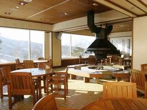 雄大な斑尾山を望みながらのコーヒーは格別。ハーブーティーも人気です。