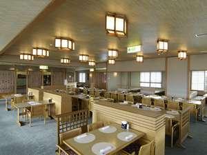 和食堂「ふるさと」 季節営業でございます。落ち着いたレストランで旬の食材をお召し上がりください。