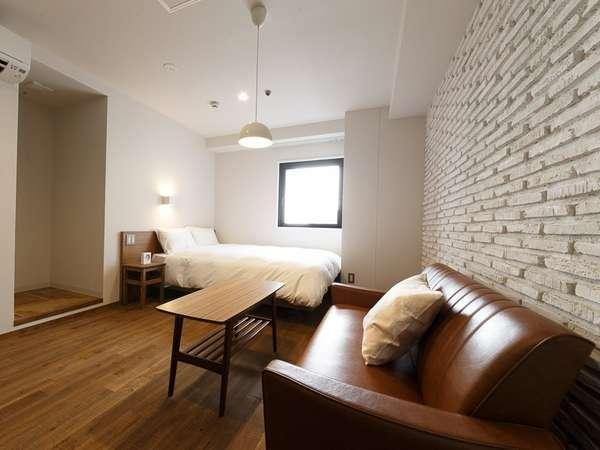 ひと部屋ひと部屋デザインが異なり、デザイナーのこだわりを感じる(ダブルルームの一例)