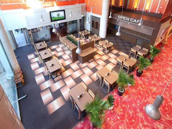 ♪オープンカフェは65インチ大型モニターを備えたスタイリッシュなカフェ。