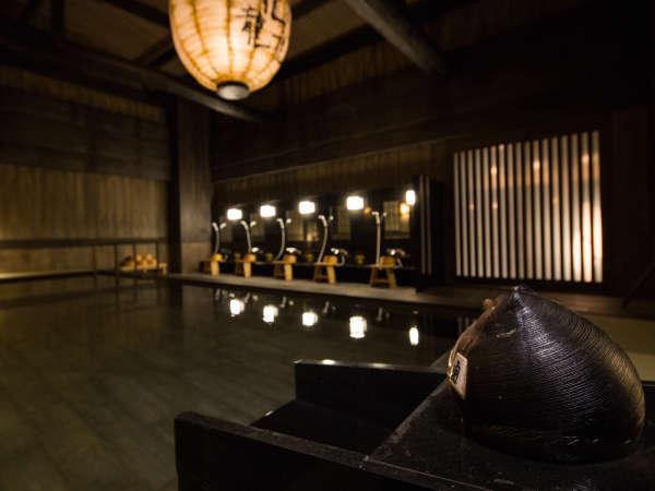非日常的な空間を演出する天然温泉大浴場(写真は3階大浴場)