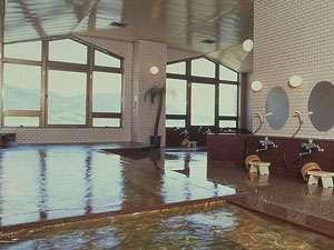 春夏秋冬違った甲府盆地の景色が楽しめる展望大浴場。