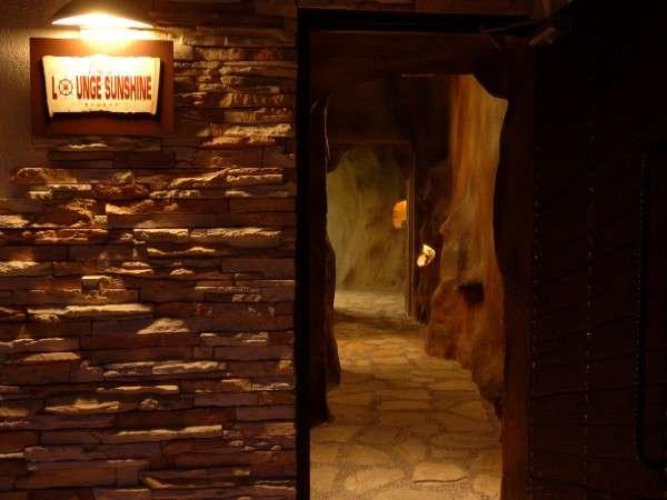 入口より奥へ… 神秘的な異空間のはじまり