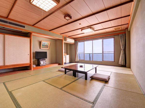 *和室(客室一例)/全客室オーシャンビュー。波の音をBGMに癒しの休日をお過ごしください。