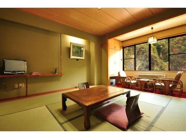 【伍楼閣】眺望の良いお風呂が充実の宿。4つの露天風呂・2つの内湯が好評。