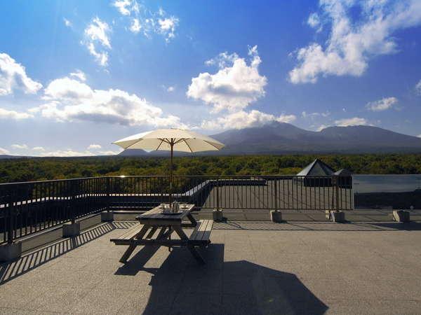 [パノラマテラス]北軽井沢高原の壮大なパノラマビューをお楽しみください。