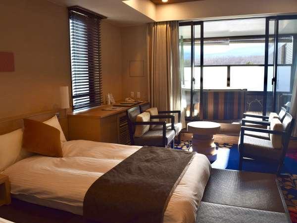 浅間山が一望できるジャグジー付きのお部屋『絶景浅間View露天風呂』付プレミアム4ベッドスイート81㎡