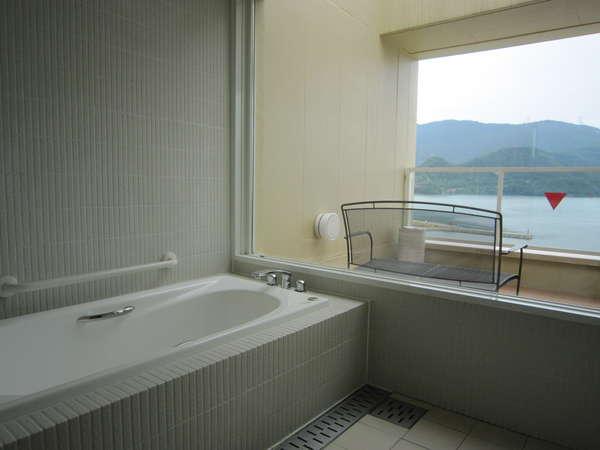 ハートフルルームのお風呂  ゆったり大きなお風呂から小浜湾が見渡せます。