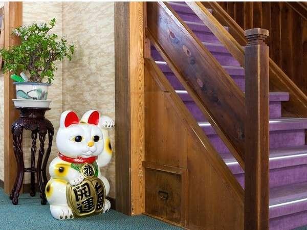 招き猫がお出迎え致します♪
