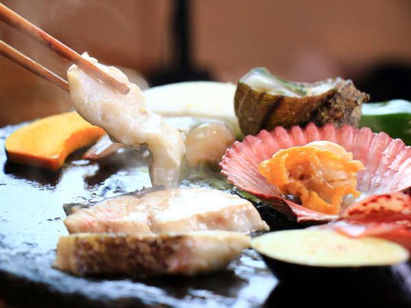 対馬の伝統漁師料理「石焼料理」 熱した石でアツアツをお召し上がりください。