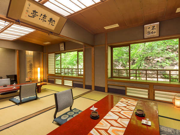 ■10畳2間客室■大きな窓から見える景色はこの部屋ならでは♪畳の上に寝ころび貴船川のせせらぎに心癒す