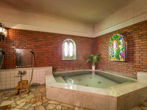 """◆モダンな大理石風呂◆天然水を贅沢に使用した高級感あふれるお風呂。入ればお肌が""""ツルツル""""に♪"""