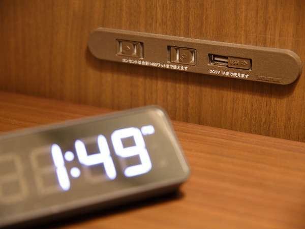 5F・6F客室は枕元に通常のコンセントの他USBタイプもあり使い勝手抜群です♪