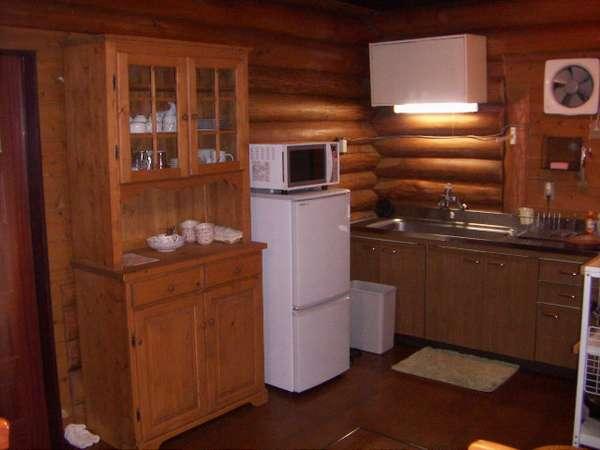 調理に必要な鍋類、食器、冷蔵庫、オーブンレンジ、電気釜等揃ってます。
