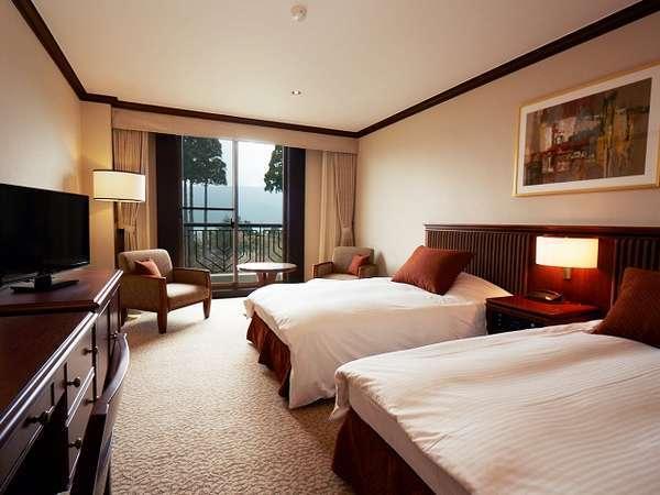 2・3階のスタンダードツインルームからは、芦ノ湖や庭園がご覧いただけます。
