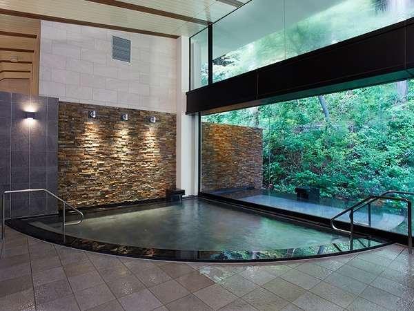 自家源泉の芦ノ湖温泉「つつじの湯」。美肌効果の高い、日本の温泉に数多いアルカリ性単純温泉です