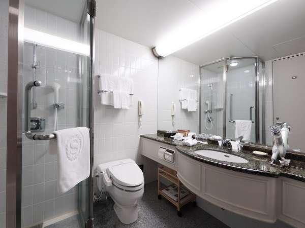 レギュラーフロアー バスルーム(一部シャワーブースが付かないお部屋もございます)。