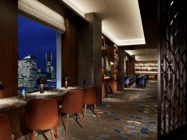シェラトンクラブ ラウンジ(26階)横浜港を一望できる大きな窓から横浜の眺望が広がります。