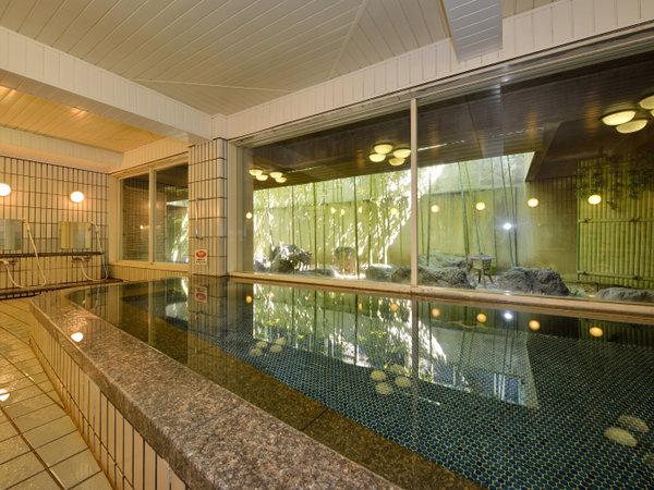京都らしい竹林の癒し空間が臨める広く開放感のある大浴場が自慢です。