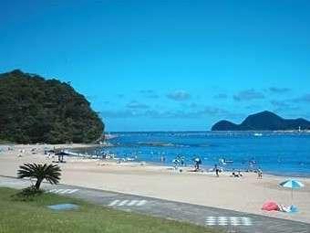 環境省が定める快水浴場百選の「特選」に選定された「九州No.1ビーチ」下阿蘇海水浴場 当宿から車で約5分