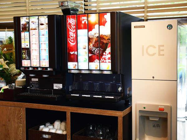 【Lounge HALL】炭酸飲料やオレンジジュースの他、コーヒー、ココアなどのウェルカムドリンクを無料提供。
