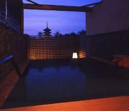 展望露天「あおがきの湯」(炭酸カルシウム人工温泉)興福寺の五重塔など古都の風情をご満喫いただけます。