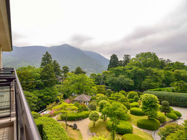 お部屋のベランダからは箱根の山々が一望できます。