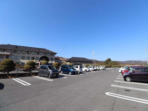 約450台収容可能な無料駐車場
