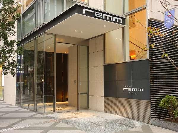 【1F エントランス】「東京宝塚劇場」向かいの1階ホテルエントランス。フロントはエレベーターで2階へ。