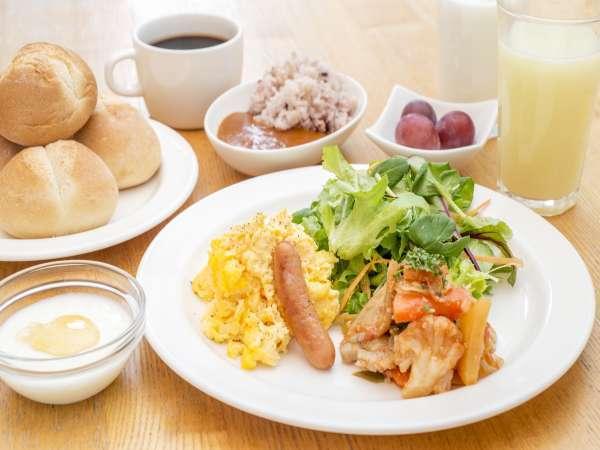 朝食はCafe&Meal MUJIでご用意。「素の食はおいしい」をコンセプトに、和OR洋が選べる。※写真はイメージ