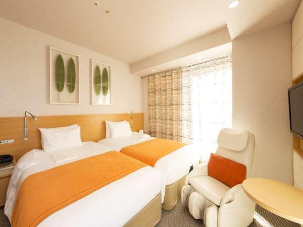 【ツイン】各階のコーナーに位置するツインルームは、ベッドが2台並ぶハリウッドツインタイプのお部屋です