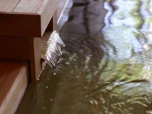 泉質はナトリウム-塩化物泉。心身ともに温まる定山渓の豊かな湯を堪能してください。
