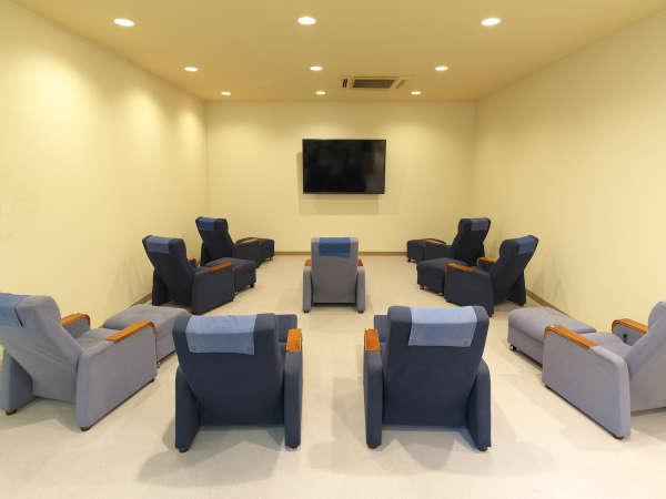 リクライニングフロア「テレビコーナー」大型テレビ設置