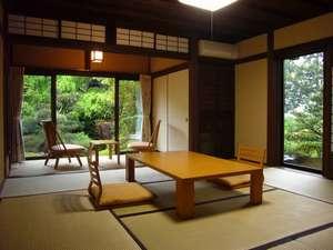 【部屋】美しい庭園を望む和室