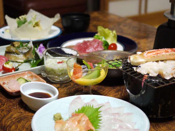 【湯ヶ野温泉 温泉旅館 踊子荘】地元の魚介類、山菜を使った料理を個室で堪能。河津川沿いの料理宿