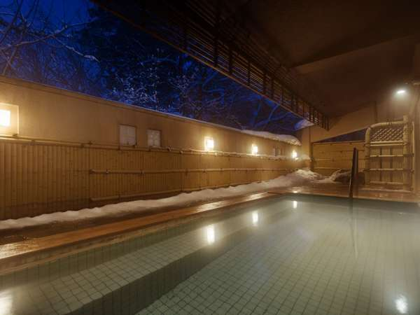 大浴場(露天風呂)。山登りやアクティビティの後に、旅の疲れを癒して頂けます。