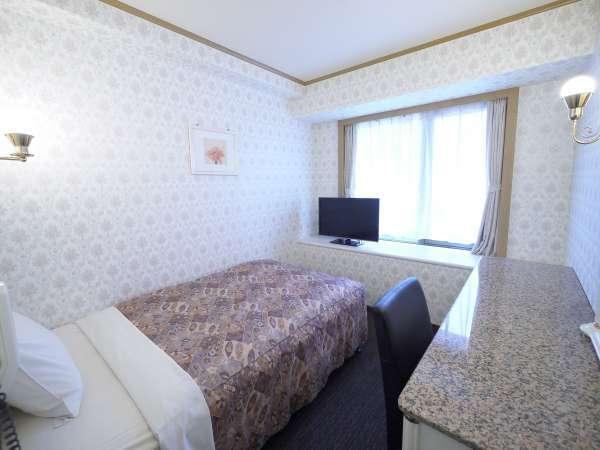 【シングル】15平米のお部屋に120センチ幅のベッド1台を設置しております