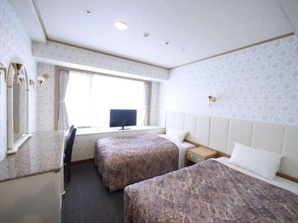 【スタンダードツイン】21平米のお部屋に110センチ幅のベッド2台を設置しております。