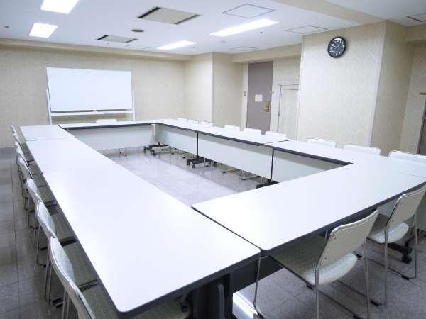【会議室】会議室はホテル2Fにあり、多目的にご利用頂けます。