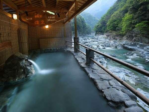 ■露天風呂 渓谷の湯■とうとうと湧き出る源泉は人肌のぬる湯